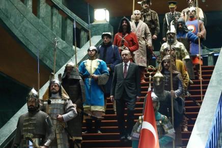 اردوغان يستعرض قوة وتاريخ بلاده بطريقة لافتة أمام رئيس.. بلادولة