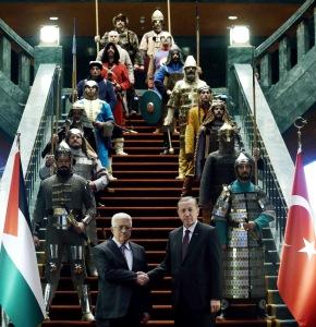 اردوغان مستقبلاً عباس في القصر الرئاسي