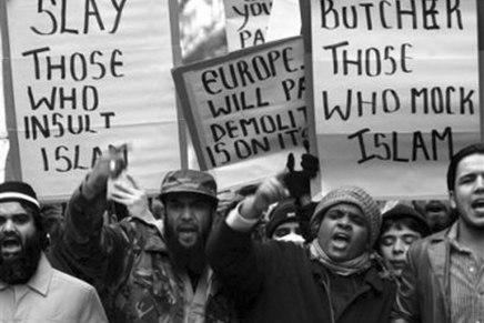 أيهما أهم: الدفاع عن انتماءاتنا أم الدفاع عن حريةالتعبير!؟