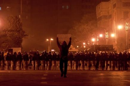 شعر: مصطفى ابراهيم.. مرآة معبرة لوجدان ثورة 25يناير