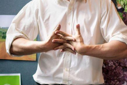 عادات: طقطقة المفاصل والأصابع تسبب الأمراض.. حقيقة أم خرافةشعبية؟