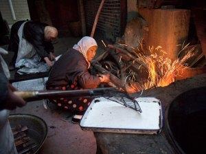 النساء في مسجد وانجيا يعملن في الصباح الباكر داخل المطبخ، بدأ المسجد كمدرسة لتعليم القرآن للإناث في أواخر القرن السابع عشر، وكن الفتيات الوحيدات اللواتي تمكنوا من الحصول على ممقاعد للتعليم، واليوم هذه المساجد تلعب دور المراكز الإجتماعية كذلك