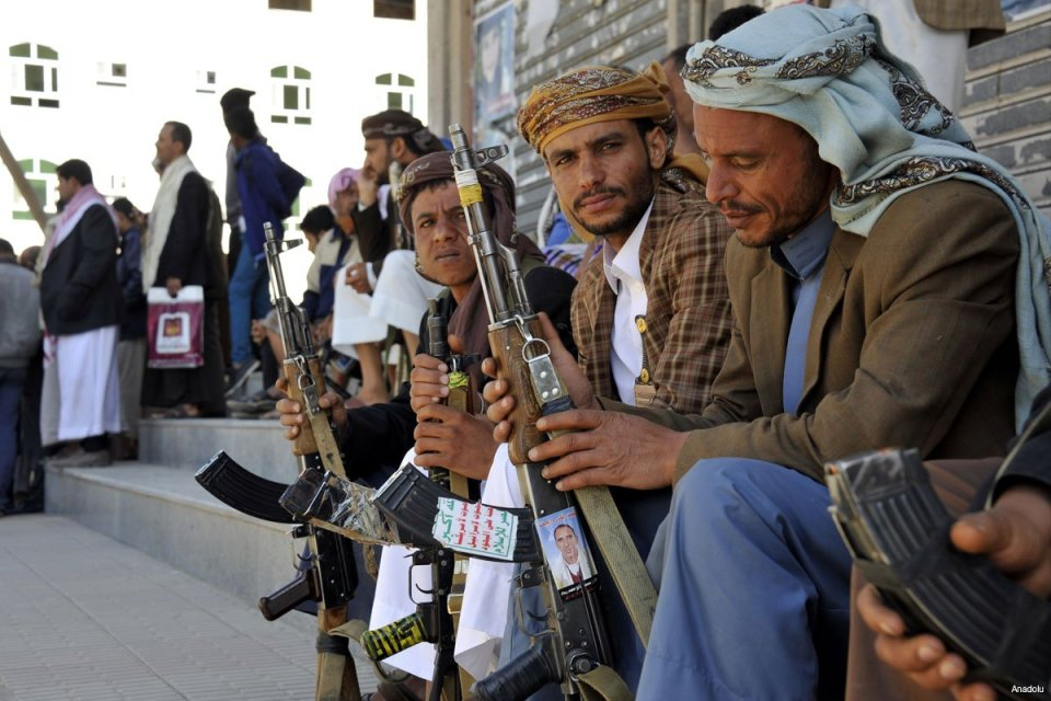houthi-rebels-outside-sanaas-governers-house-after-they-captured-it