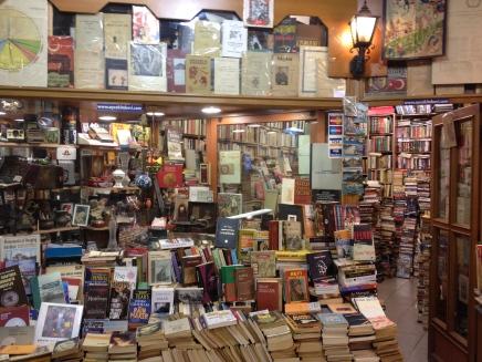 جدل يدور في الاوساط الأدبية: انتشار أدب الشباب.. قلةأدب؟