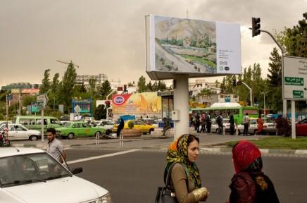 """إيران والغرب: عمدة طهران يستبدل لافتات """"الشيطان الأكبر"""" بلوحات بيكاسوورامبراندت"""