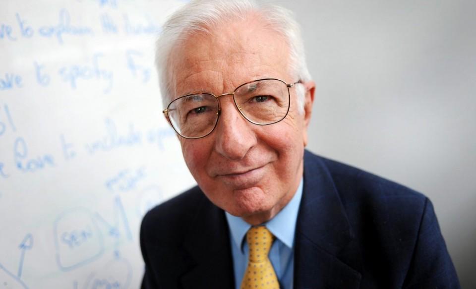اللورد ريتشارد لايارد، بروفيسور الاقتصاد المشرف على الدراسة