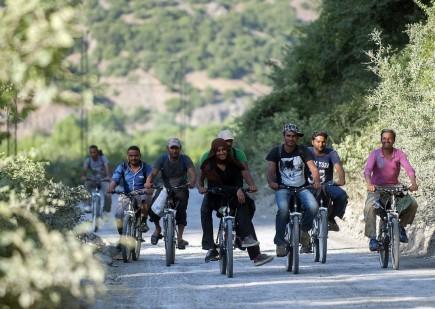 كل الطرق تؤدي إلى أوروبا: التغريبة السورية والهرب من الجحيم على دراجاتهوائية
