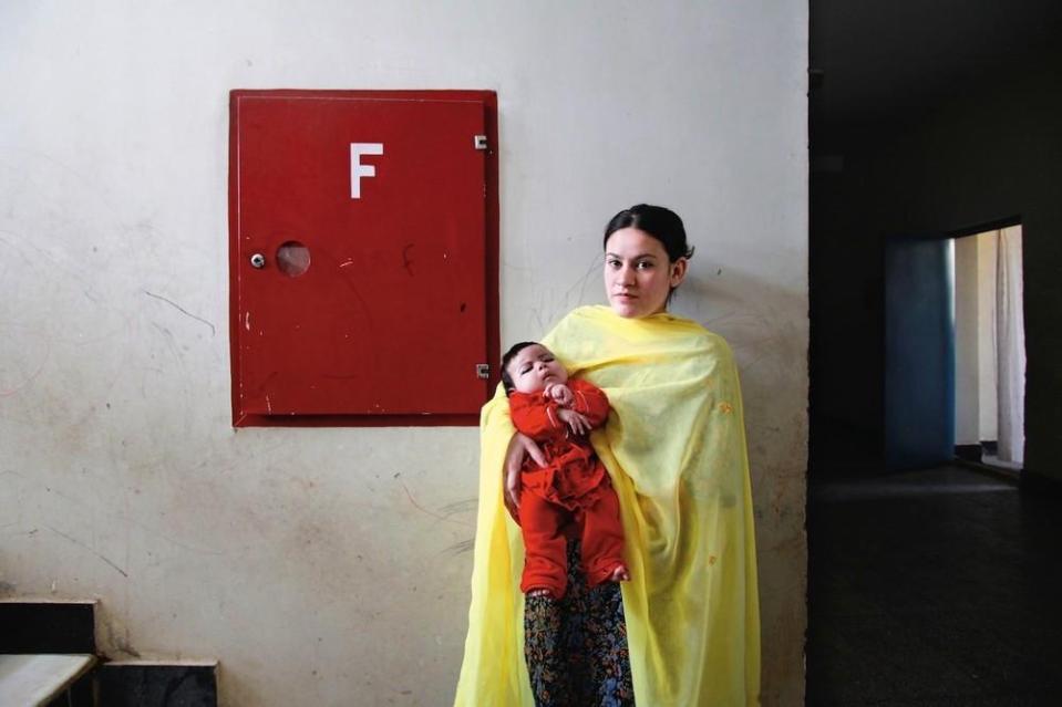 portraits-of-afghani-women-imprisoned-for-moral-crime-322-1431715458-size_1000