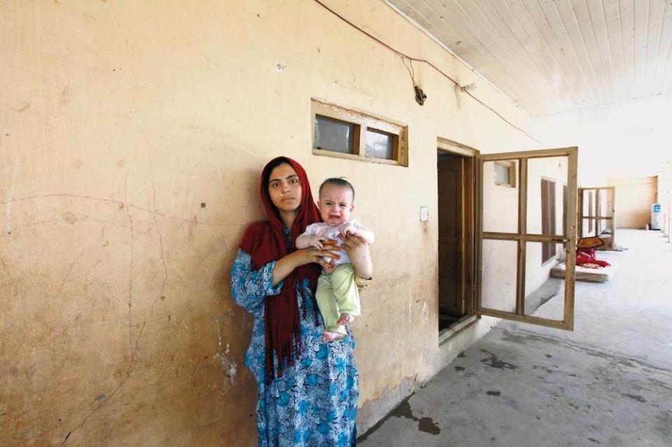 portraits-of-afghani-women-imprisoned-for-moral-crime-802-1431715459-size_1000