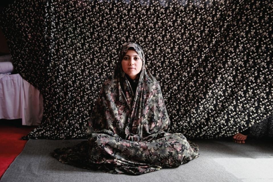 portraits-of-afghani-women-imprisoned-for-moral-crime-body-image-1431941923
