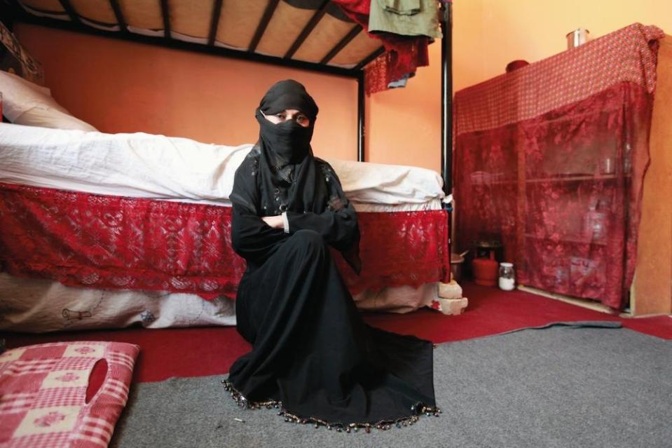 portraits-of-afghani-women-imprisoned-for-moral-crime-body-image-1431942030