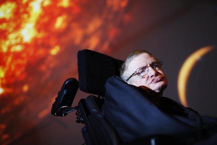 ستيفن هوكينغ يقضي على الخيال العلمي: نفى إمكانية السفر عبر الزمن والترحال فيالفضاء