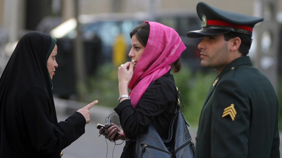 شرطة الأخلاق الإيرانية