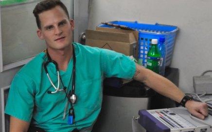 طبيب صهيوني مثليّ الجنس يحكي تجربته في قطاع غزة تحتالقصف