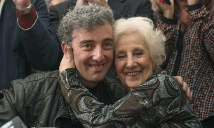 ستة وثلاثون عامًا من البحث لم تضع هباءً… جدة تعثر على حفيدها المُختطف منذ عهد الديكتاتورية العسكرية فيالأرجنتين