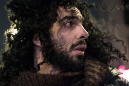 رامي عصام مغني ثورة يناير بحاجة للشهرة  كي يبقىحيا