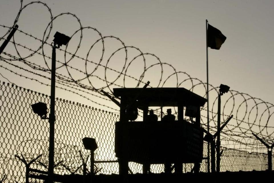 هل يستحق هذا السجين في غوانتانامو تعويضه عما ضاع من عمره؟