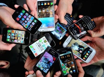 هل أصبحت هواتفنا تتحكم بحياتنا بدل أن نتحكمبها؟