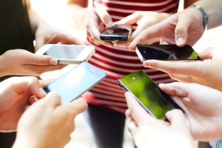 علم النفس: وسائل التواصل الاجتماعي تقود إلى الإحباطوالحسد
