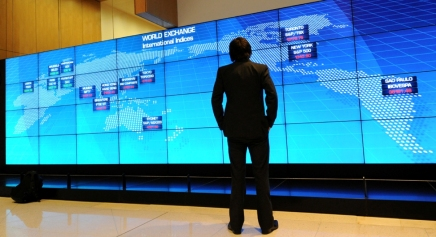 بعيداً عن انخفاض أسعار النفط: أربع مخاطر جيوسياسية تهدد الاقتصاد العالمي تبدأ بروسيا وتنتهي بالفضاءالإلكتروني
