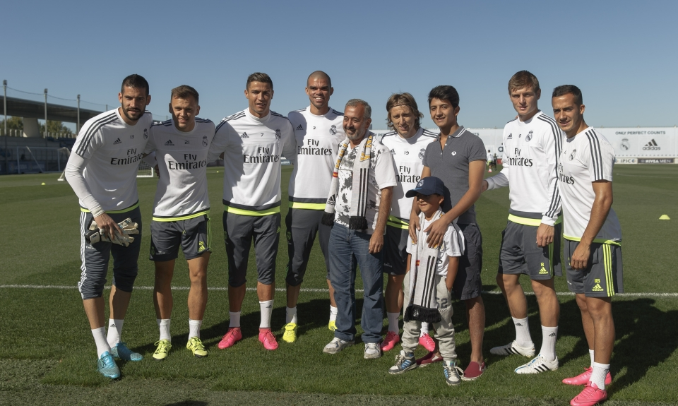 real madrid team with osama abdulmohsen syrian refugee