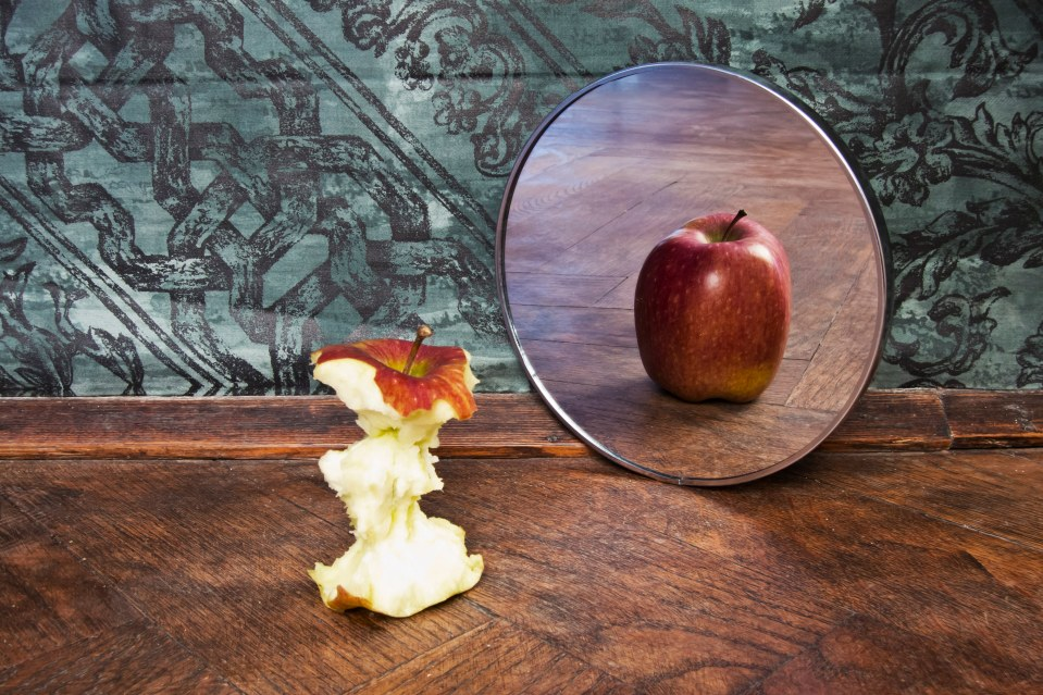 apple mirror reflection