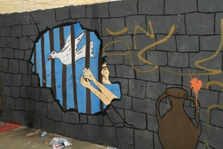 أطفال سوريا يحوّلون جدران السجون العراقية إلى لوحاتفنية