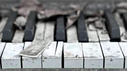 دراسة: الموسيقى الحزينة تسعد عازفها أكثر من الموسيقىالمبهجة