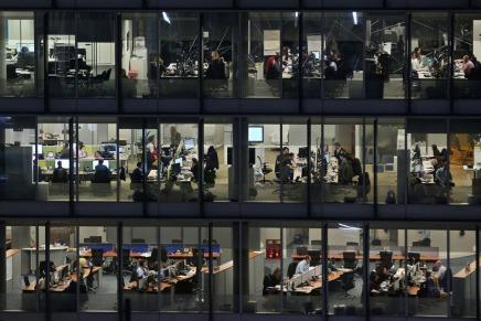 لماذا يعمل الأمريكيون لساعاتطويلة؟