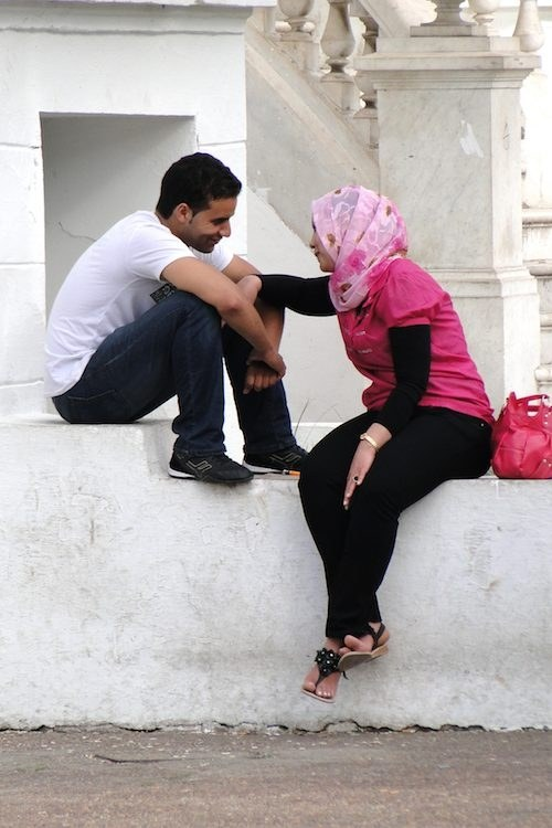 Couple_Getting_Cozy_-_Ville_Nouvelle_(New_City)_-_Rabat_-_Morocco