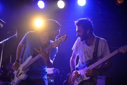 خبز دولة: فرقة موسيقية تلهب أوروبا قوامها لاجئونسوريون