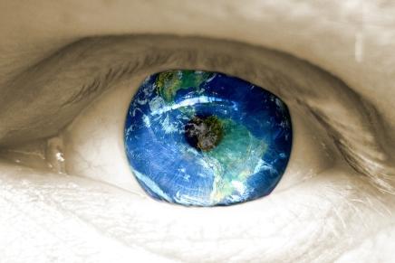 بثينة العيسى: في عينالعالم