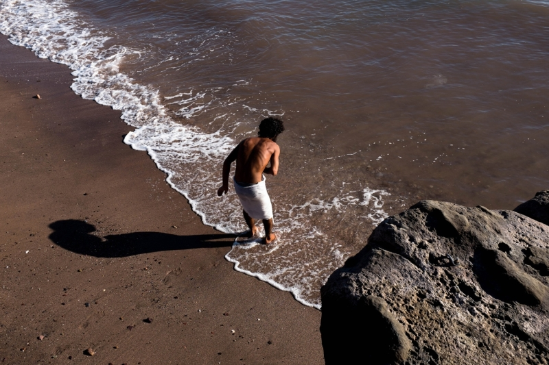 iranian-beach-dreams-body-image-1454024143