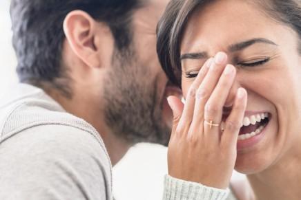 الفكاهة والحب: لماذا تنجذب الفتيات للشابالمرح؟