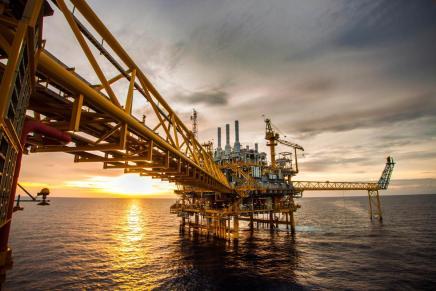 الفوضى القادمة: انهيار النفط وميلاد نظام عالميجديد؟