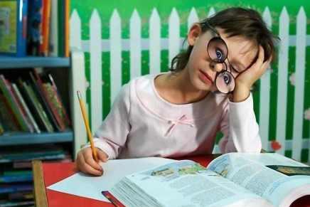 عملت الواجب: الدراسات تؤكد التأثير السلبي للواجبات المدرسية على تحصيل الأطفالوسعادتهم
