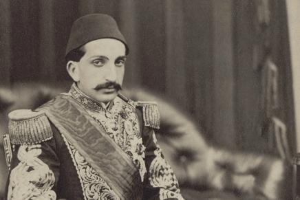 حلم السلطان العادل: الخلافة بين طموحات الإسلاميين وواقعالتطبيق
