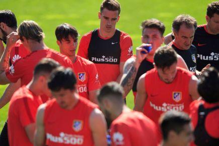 كيف تحوّل أتلتيكو مدريد من نادٍ مثقل بالديون إلى أحد عمالقة الكرةالإسبانية؟