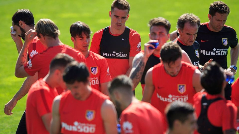 atletico madrid training football