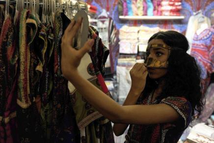 المرأة السعودية في عصر الإنترنت: حاضرة رقمياً وغائبةجسدياً