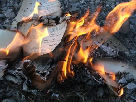 الأدب الممنوع: كيف يُقمَع الإبداع في العالمالعربي؟