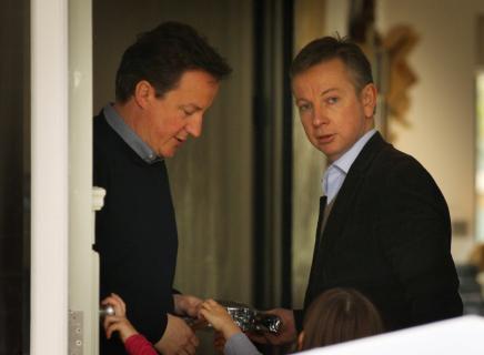 """ما كشف بعد الخروج من أوروبا: """"شِلَّة كاميرون"""" التي أدارت بريطانيا في الأعوامالماضية"""