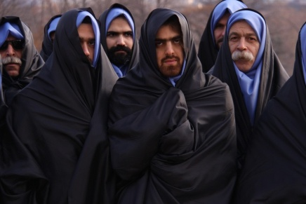 التمرد على التقاليد في إيران: رجال محجبون ونساءسافرات