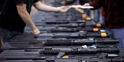 صناعة الخوف: كيف تربح شركات الأسلحة جراءحوادث إطلاق النارالجماعي؟