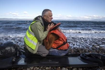 الحياة السرية لعامل بمجال مساعدة اللاجئين في بريطانيا: لا أحد يقف بجانبهم إلانحن