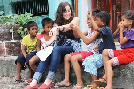 الإيمان بالشباب: العمل التطوعي يشعل الحماس والحب رغم قلةالفرص