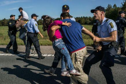 اليمين المتطرف واللاجئون السوريون في الدنمارك: واقعٌ صعب ومرارة الانتظار للمّ شملأسرهم