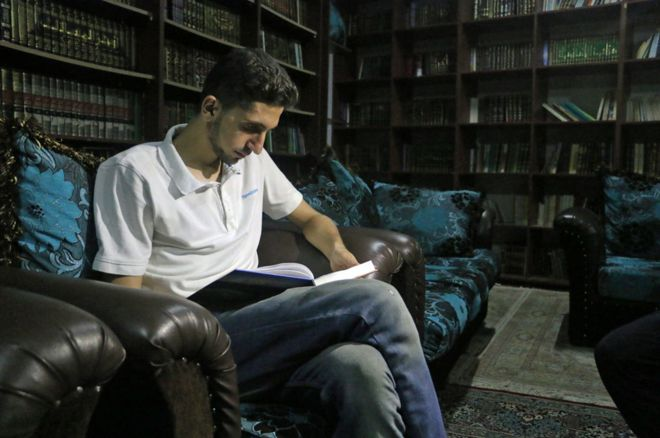 reading book library syria